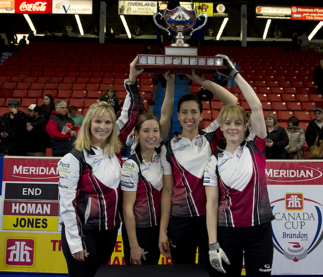 (L to R) Jennifer Jones, Kaitlyn Lawes, Jill Officer and Dawn McEwen hoist the Canada Cup. (Michael Burns/Curling Canada)